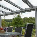 Terrassendach zum Schutz vor Wind und Wetter auf der Terrasse