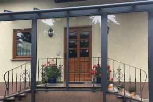 Vordach für Eingänge und Abgänge