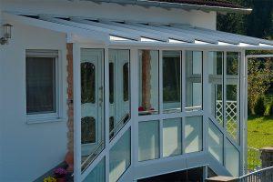 Bleiben Sie mit einem Vordach im Hauseingangsbereich im Trockenen